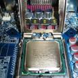 ソケット蓋をあけた(3)CPUを置いてみた
