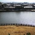 古墳の回りの池