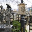 三条大橋たもと:弥次喜多像
