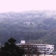 三月半ば雪の桃山