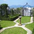 葛野・空中庭園:日時計と空中門