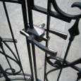葛野・空中庭園:金属柵と取っ手