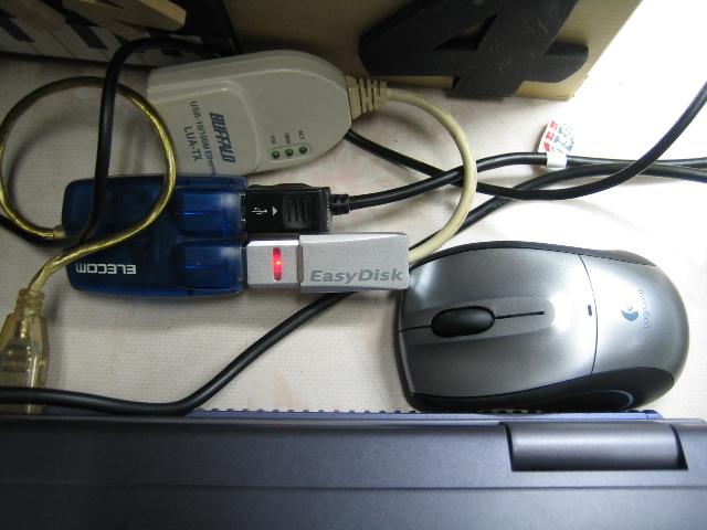 USB1.1ハブに無線マウス、LAN、フラッシュメモリ、……